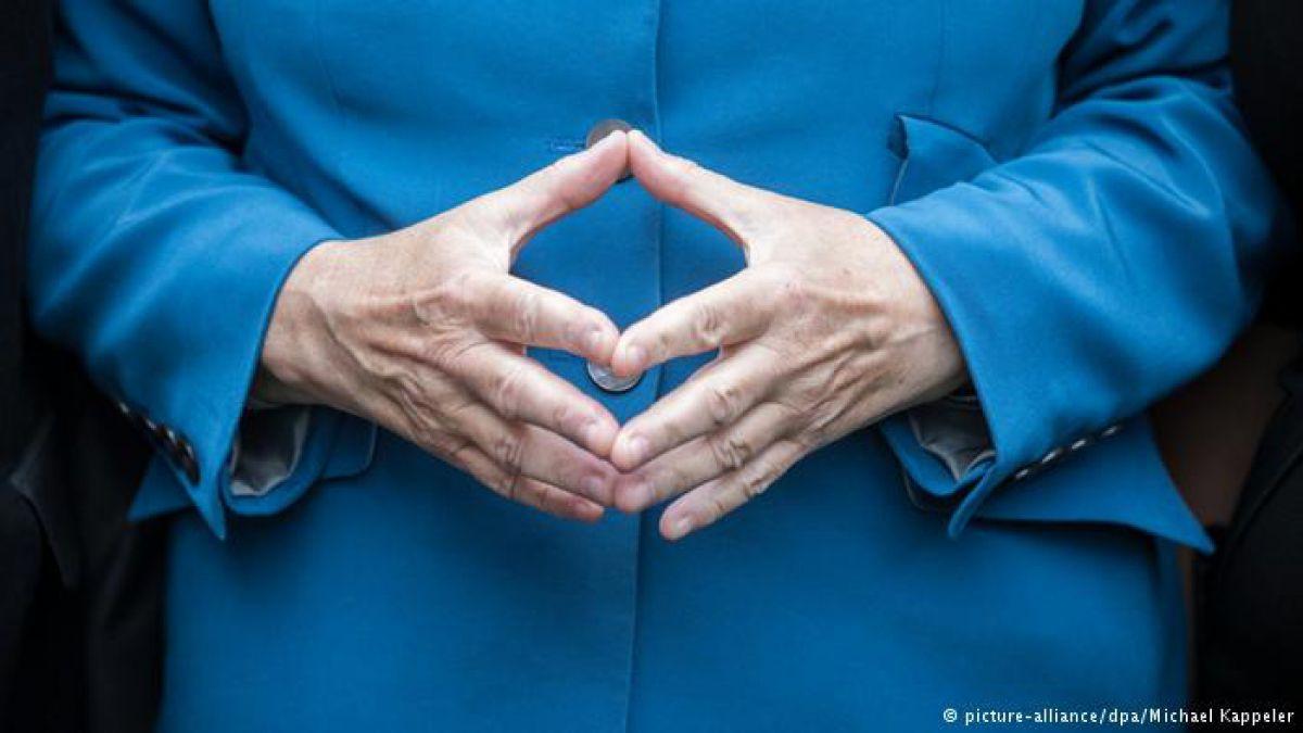 """El conocido gesto del """"rombo"""" de Angela Merkel."""