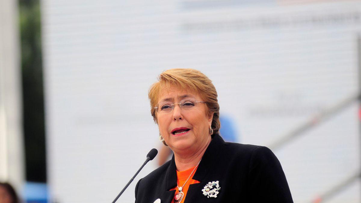 Bachelet encabeza inédito acto por matrimonio igualitario