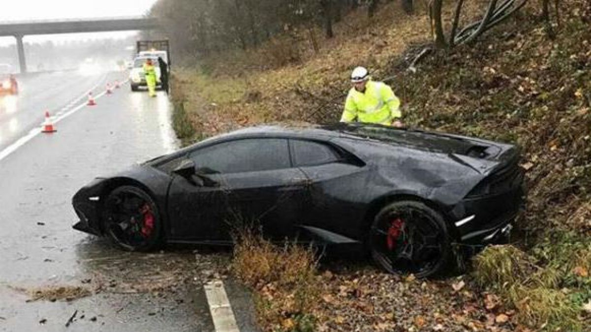 Chocó su Lamborghini y simplemente no le importó porque tiene tres más