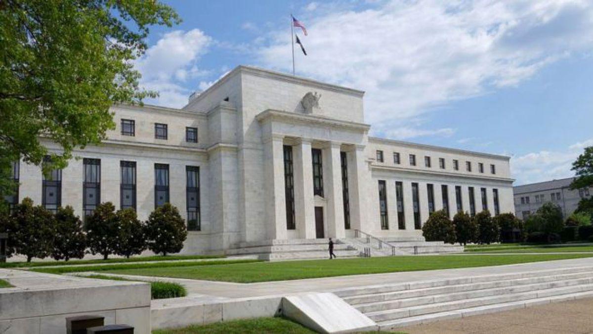 La Reserva Federal requiere que los bancos estadounidenses tengan reservas en efectivo de 6% de sus activos.