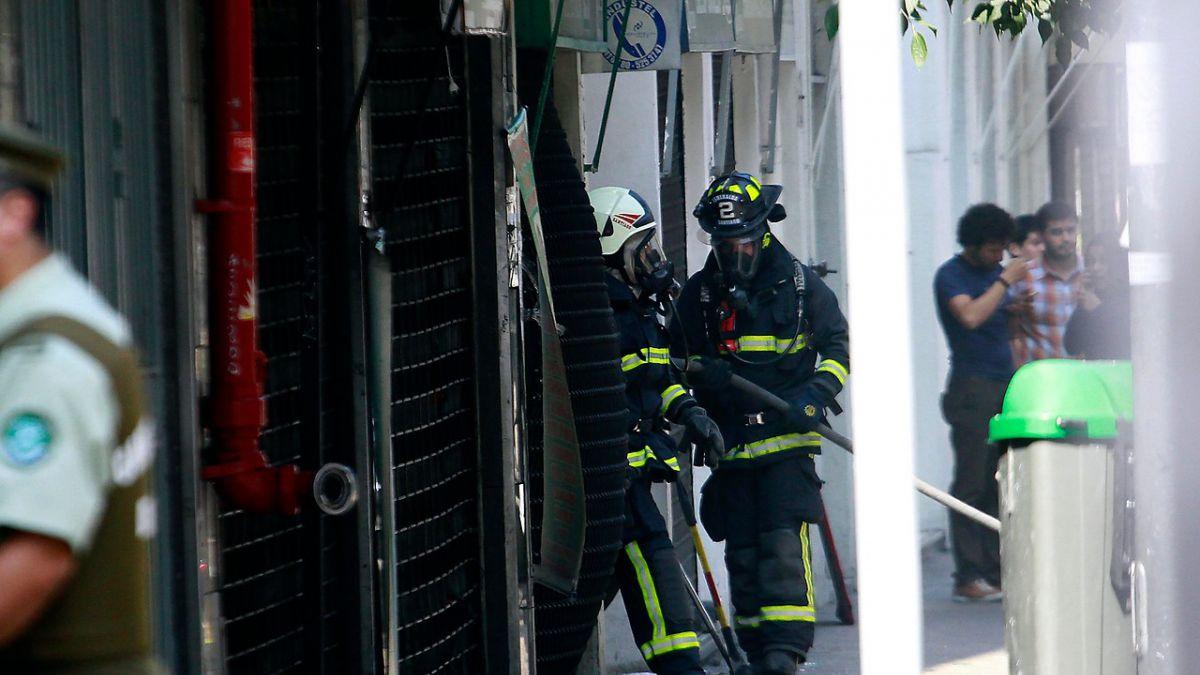 Se registra explosión en centro comercial de Santiago Centro