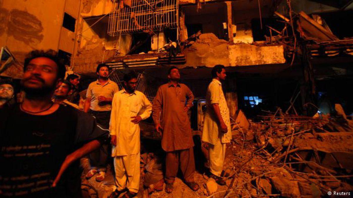 Mueren 11 personas en incendio de hotel cuatro estrellas — Pakistán