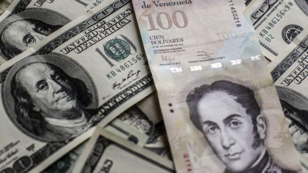 El billete de 100 bolívares tiene un cambio oficial de US$0,15, pero en el mercado negro del dólar solo alcanza US$0,02.