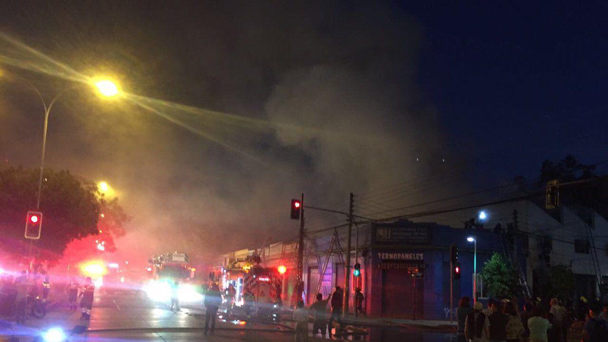 Incendio en la comuna de Santiago deja dos mujeres fallecidas