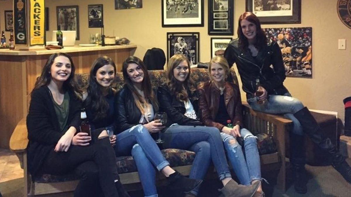 Seis chicas, cinco pares de piernas y una foto que enloqueció internet
