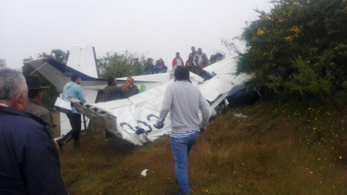 4 fallecidos por avioneta que capotó en aeródromo de Tirúa