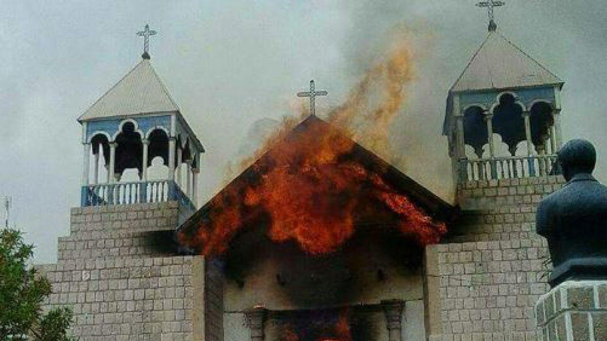 Incendio afecta a iglesia de Mamiña en la comuna de Pozo Almonte
