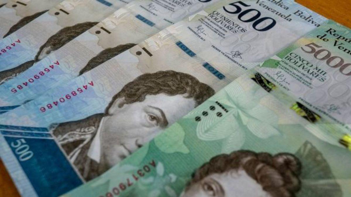 Los nuevos billetes de Venezuela ya están en las calles (y con un mes de retraso)