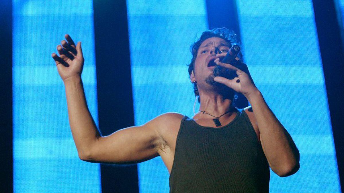 Chris Cornell en plena acción en un show del pasado de Audioslave
