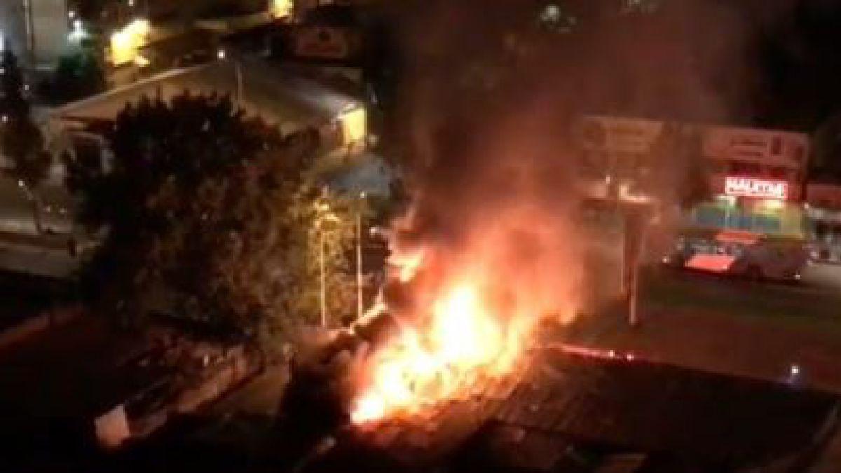 Fuego afecta a cité y locales comerciales en Estación Central