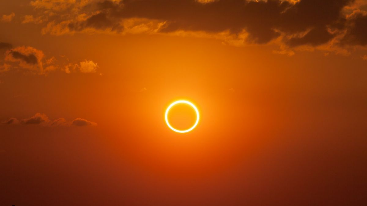 1486055170-annulareclipse-ringoffire-