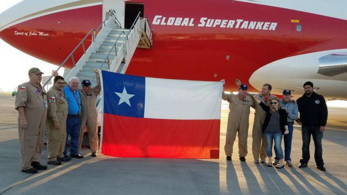 """""""Hasta la próxima"""": Supertanker se despide de Chile tras combatir los incendios forestales"""