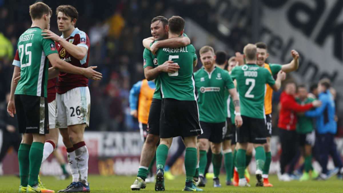 Equipo semiprofesional pasa a 'cuartos' de la FA Cup