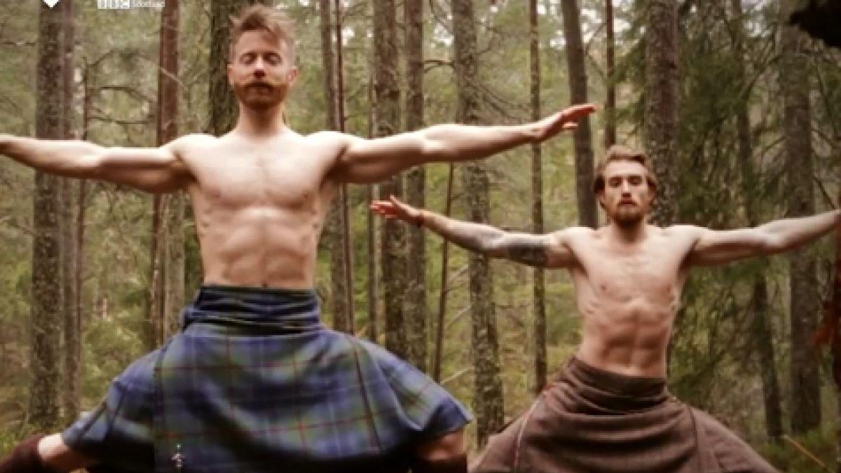 Falda pajeandose escocesa con Hombres