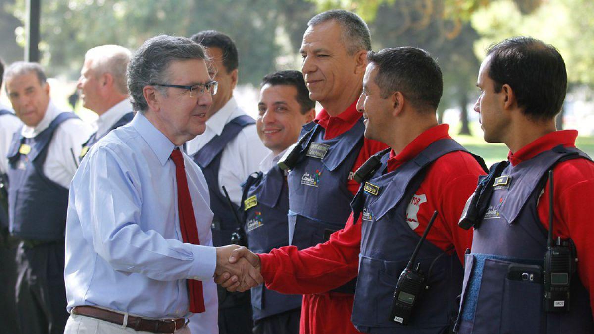 Lavín defiende su estrategia para endurecer la vigilancia municipal en Las Condes