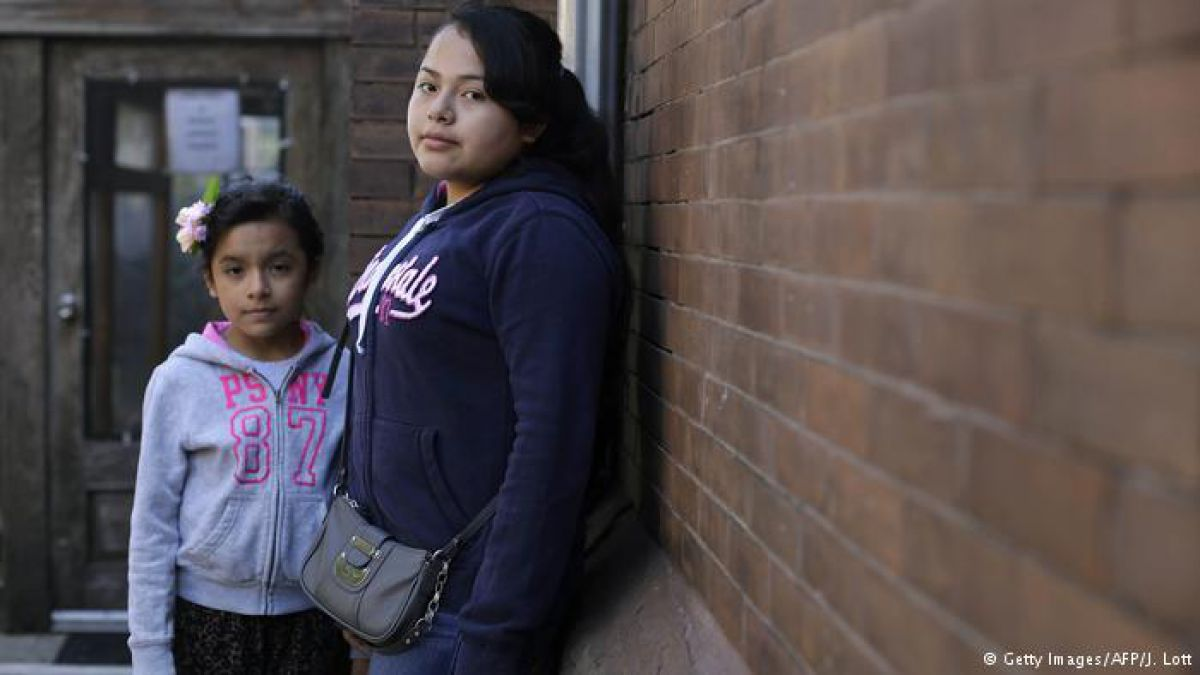 EE.UU. estudia separar a niños indocumentados de sus padres
