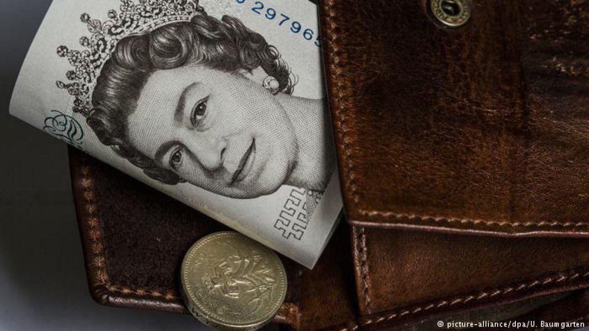"""La libra cae ante ley del """"brexit"""" y posible referendo escocés"""
