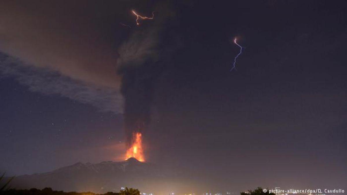 Erupción del volcán Etna deja 10 heridos