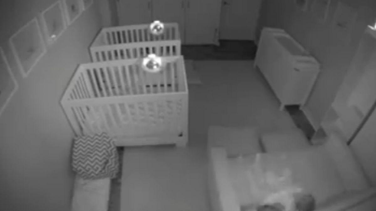 [VIDEO] Esto es lo que dos gemelos hacen mientras deberían dormir
