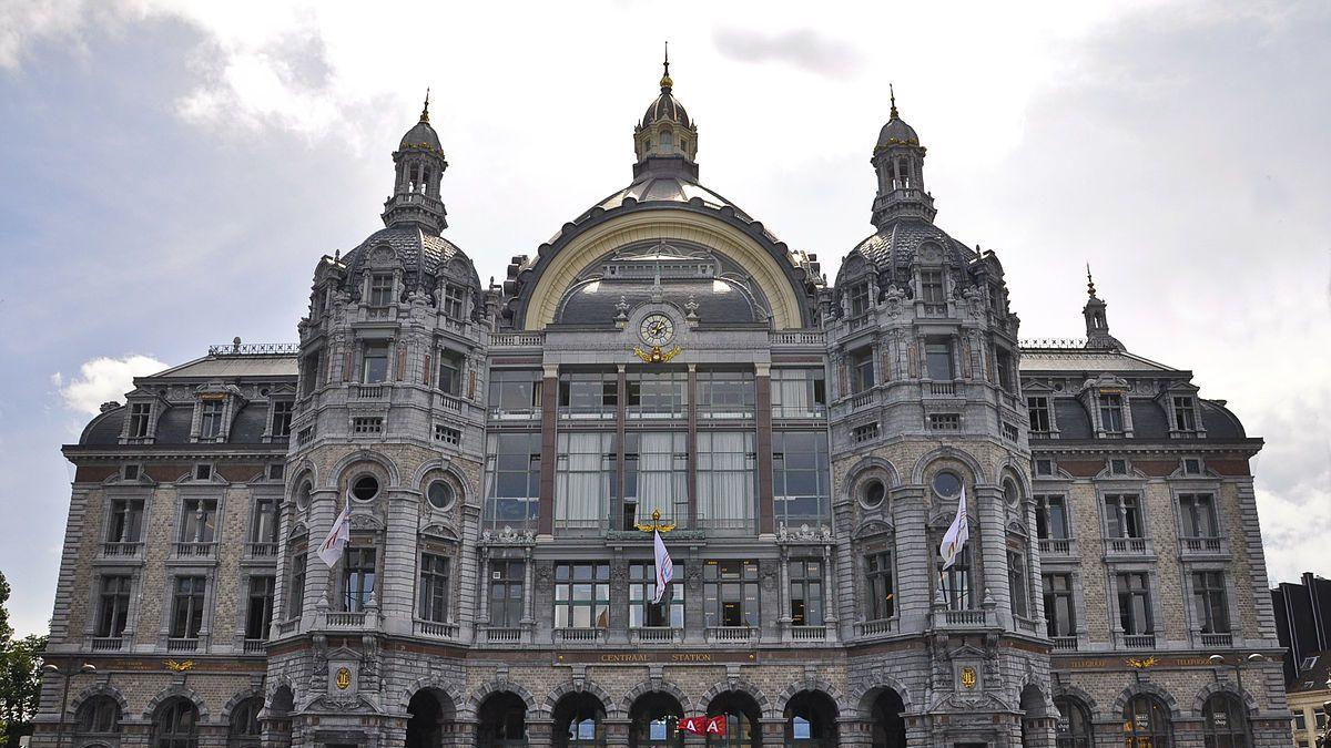 Detienen a un hombre por intentar atropellar a multitud en Bélgica
