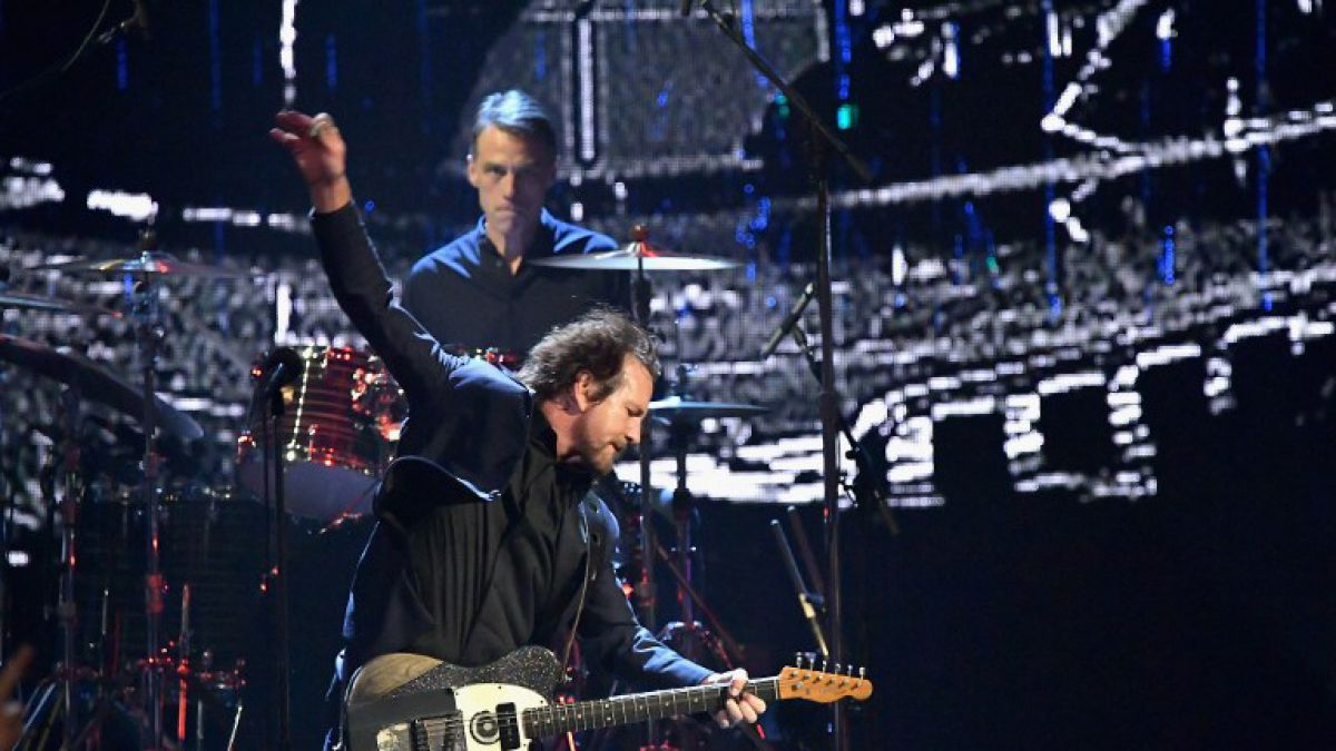 Pearl Jam celebra su ingreso al Rock and Roll Hall of Fame con aplaudida presentación