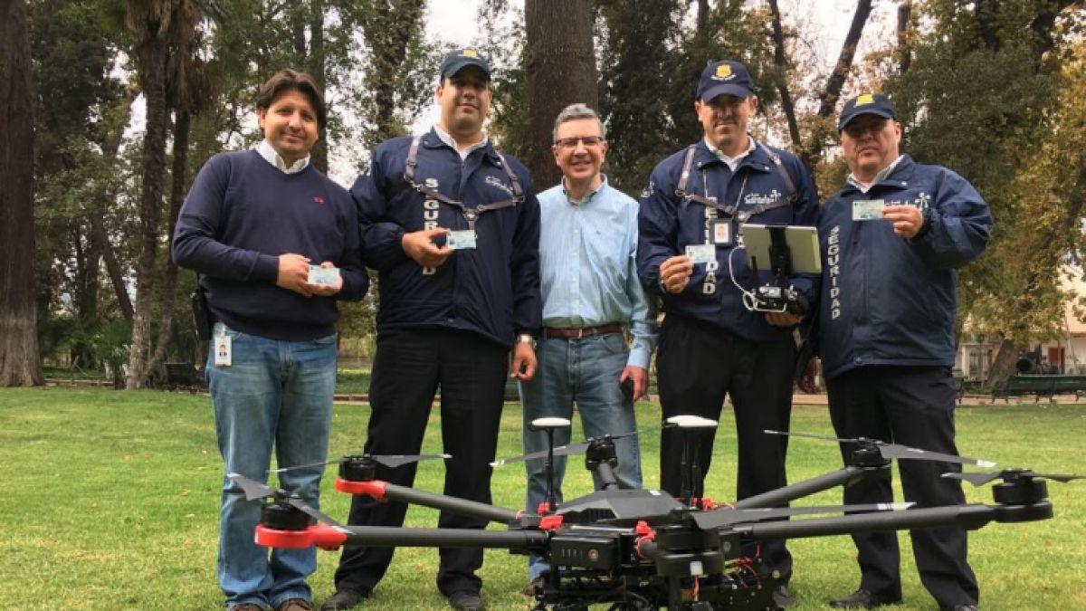 Lavín anuncia que drones con parlantes comenzarán a patrullar las calles de Las Condes