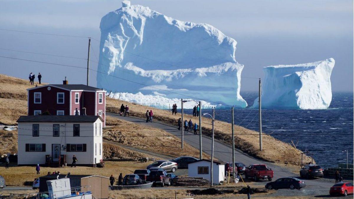El paisaje de los icebergs: el fascinante espectáculo que disfrutan en un pueblo de Canadá