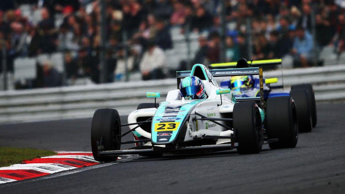 La tragedia de Billy Monger, el joven piloto de carreras que perdió las piernas tras un accidente