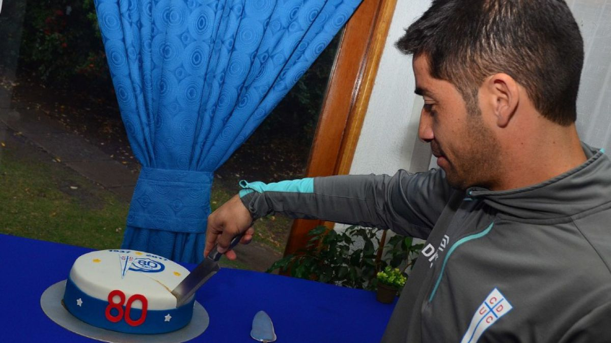 Con desayuno y torta plantel de Universidad Católica celebra cumpleaños 80 del club