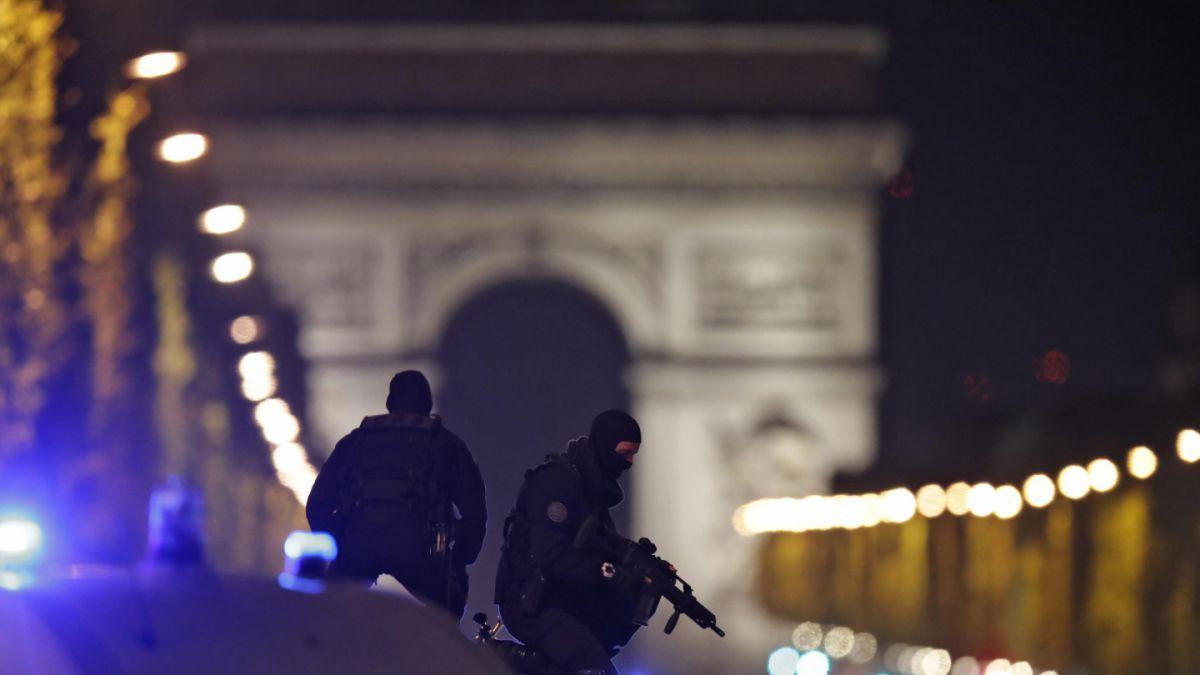 Le Pen y Fillon suspenden actos de cierre de campaña tras tiroteo en París