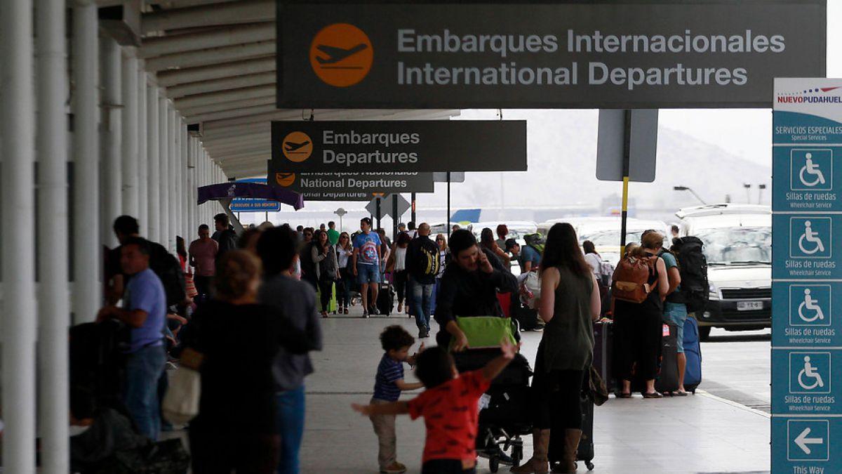 Aerolíneas se enfrentan a Valdés por valor de tasas de embarque