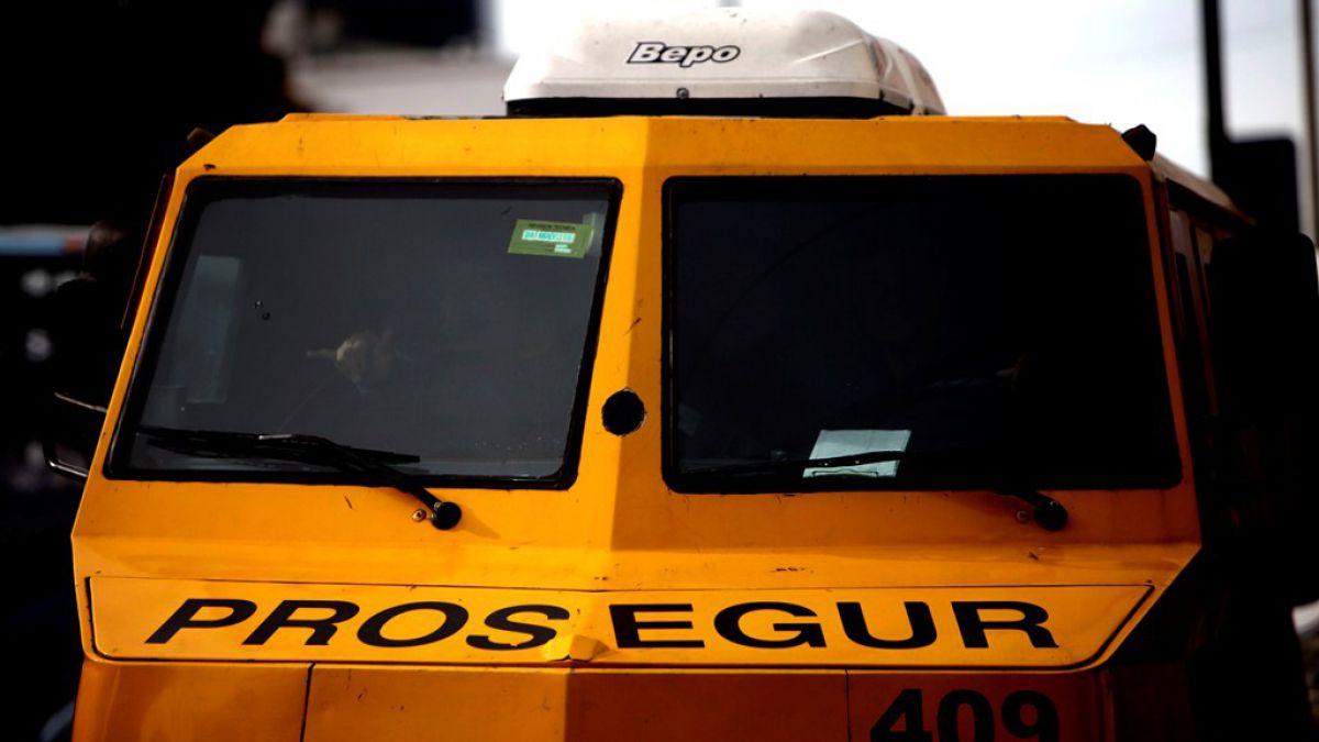 Camión de valores perdió una bolsa de dinero en la Costanera Norte