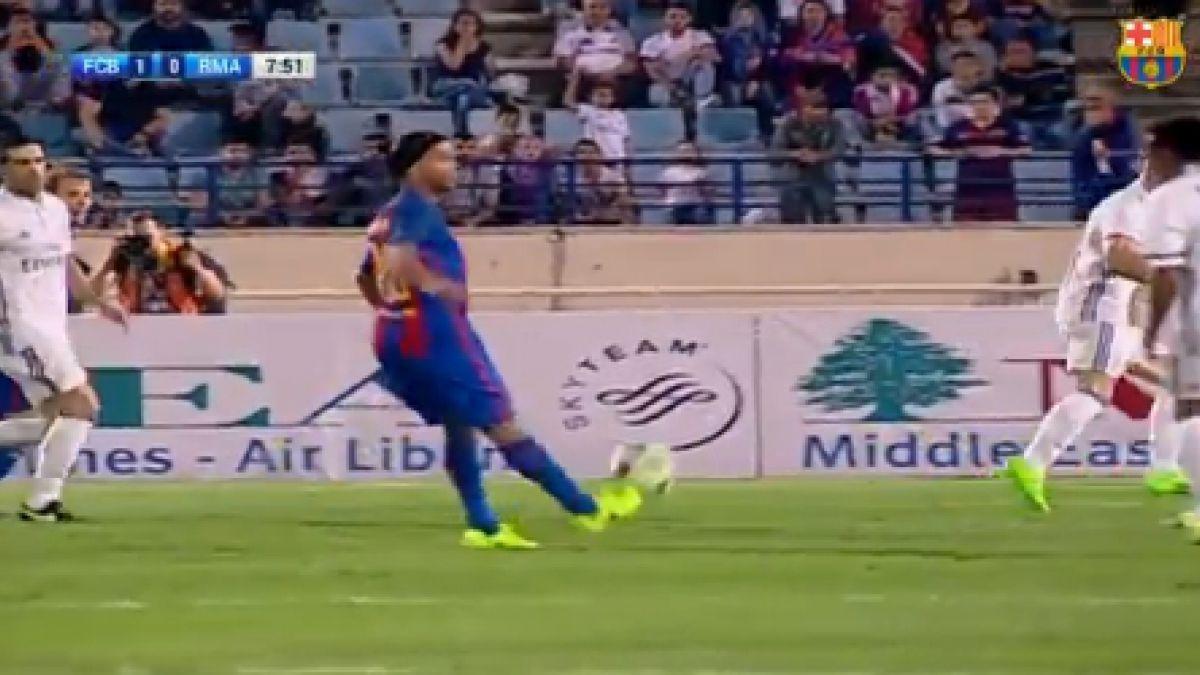 Mira la espectacular asistencia de Ronaldinho por el Barcelona Histórico