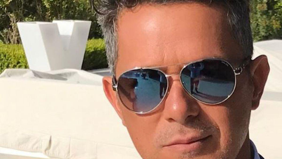 Su nuevo bronceado se convirtió en el centro de burlas — Alejandro Sanz