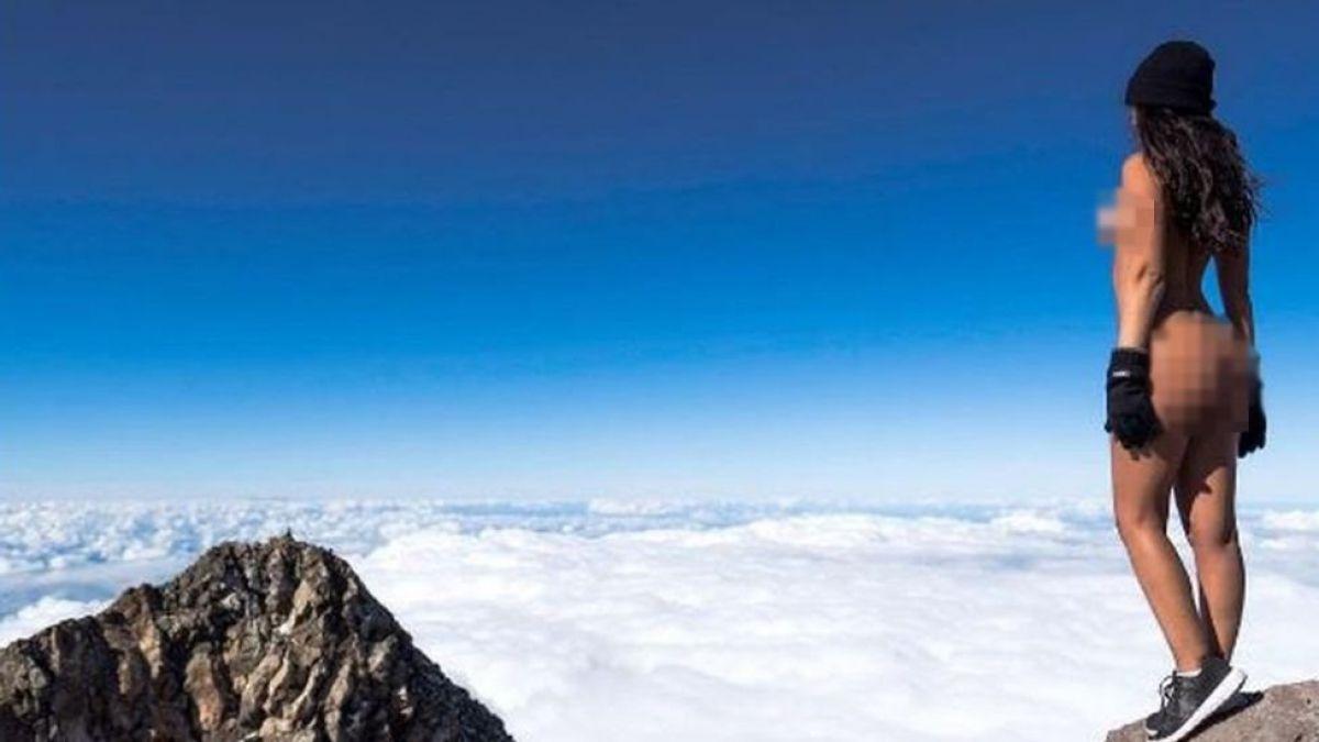 El desnudo de la Playmate que profanó una montaña sagrada