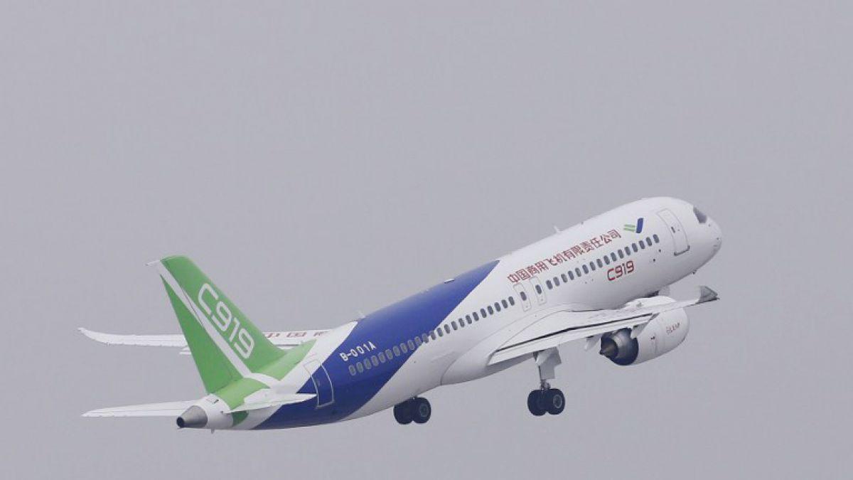 Avión chino realiza su primer vuelo y amenaza el duopolio Boeing-Airbus