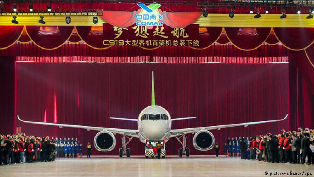 Avión chino de pasajeros realiza con éxito su primer vuelo