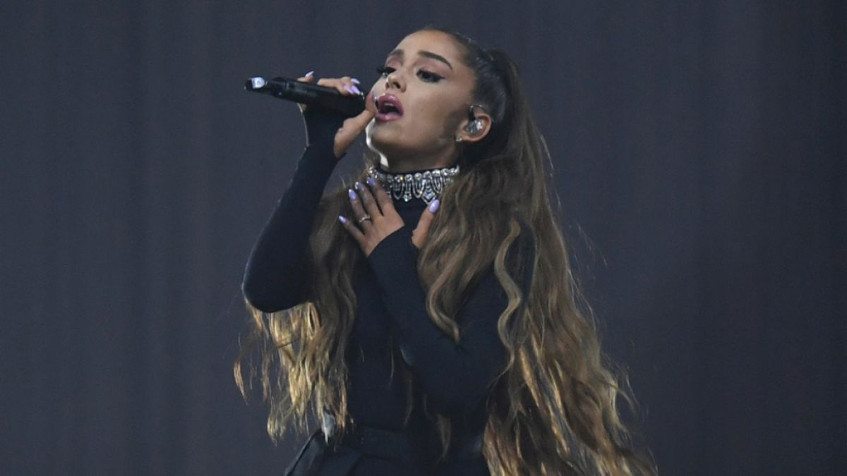 Ariana granda performing live on stage - 1 2