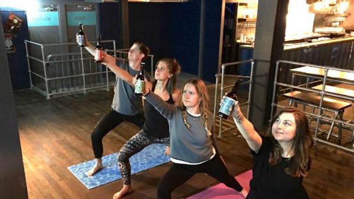 Resultado de imagen para yoga con cerveza