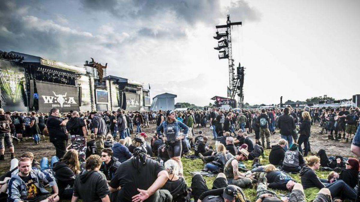 Construyen cervezoducto para abastecer festival de música