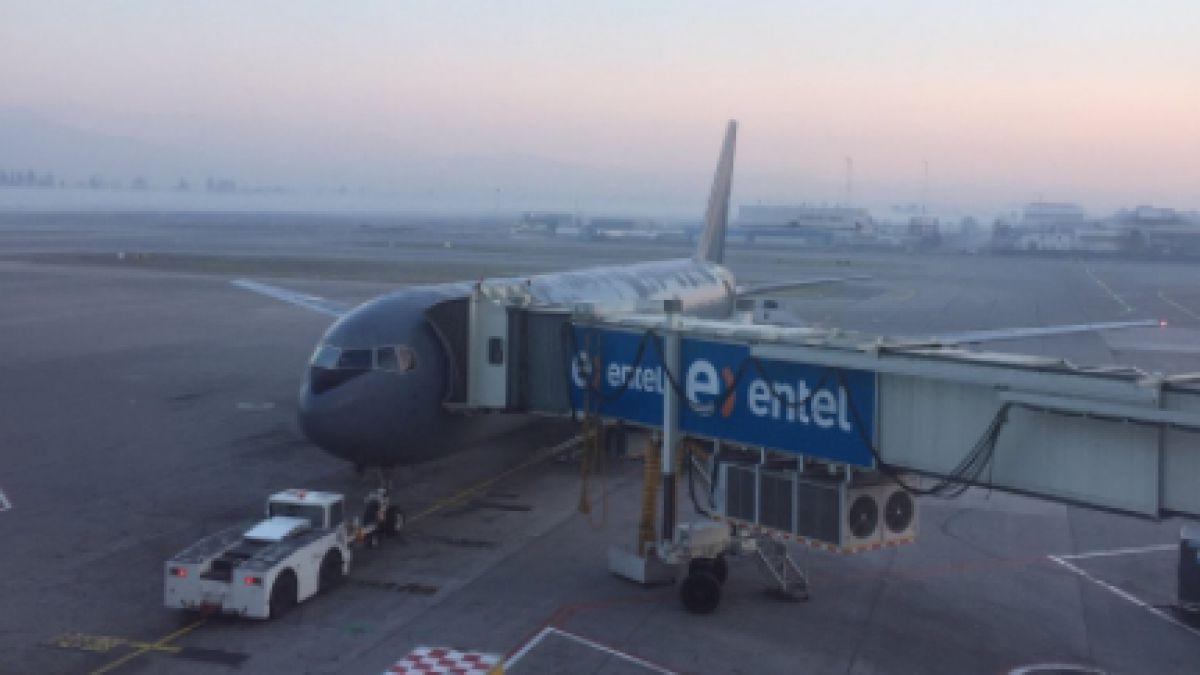 Avión presidencial falla a minutos de comenzar viaje a Canadá