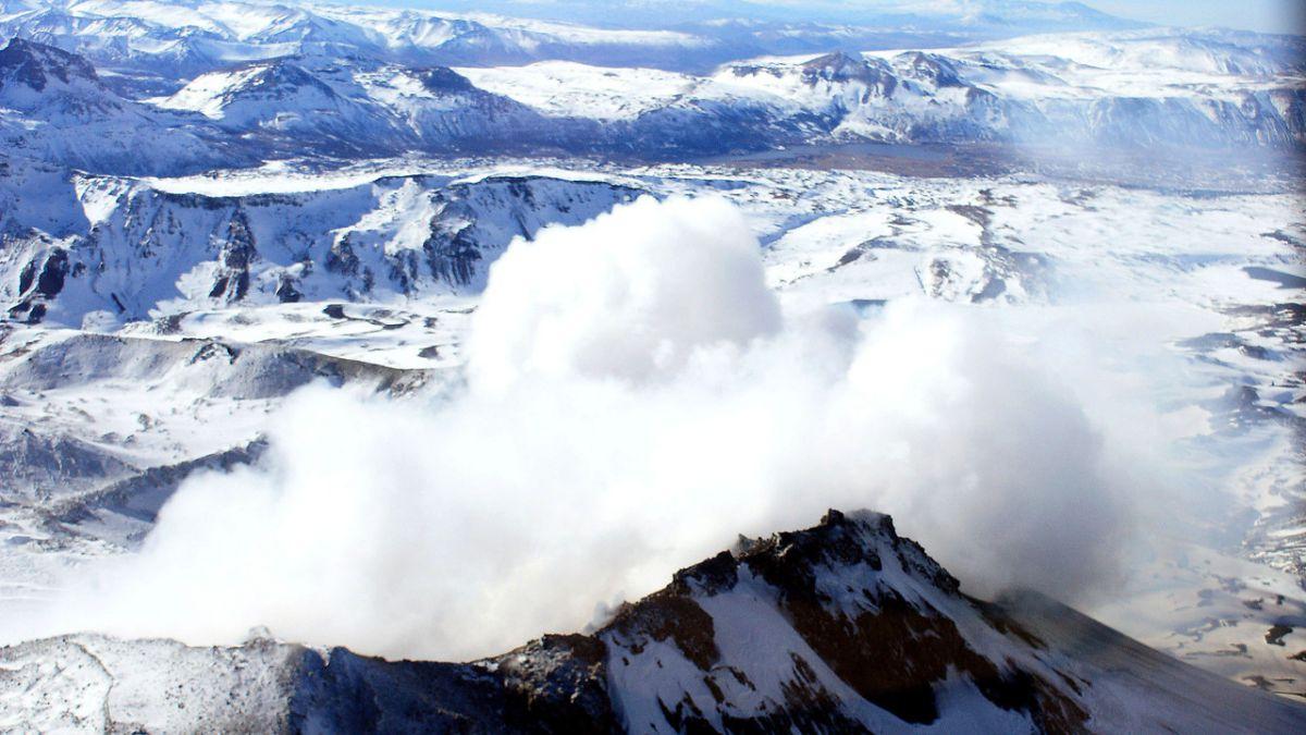 Restriguen el acceso al cráter del volcán Copahue por las fumarolas — Alerta