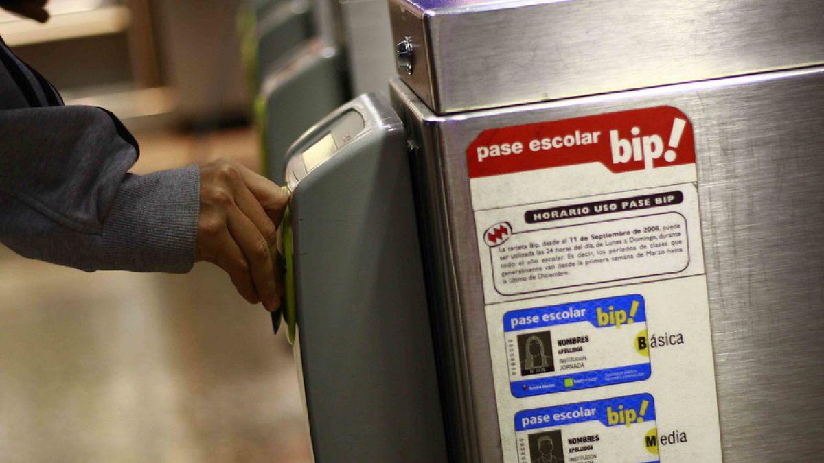 Metro de Santiago dejará de producir boletos y priorizará el pago con tarjetas Bip!
