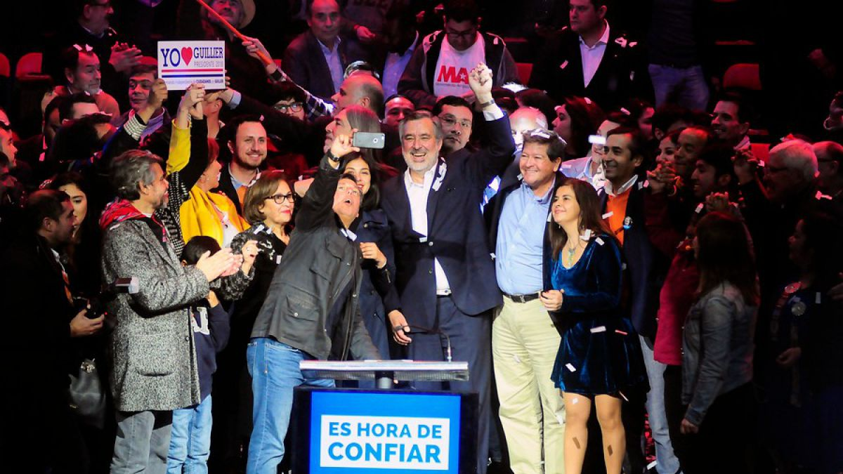 Alejandro Guillier presentó a los integrantes de su equipo de campaña
