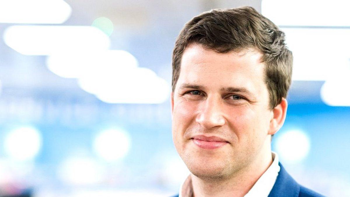 El joven emprendedor británico que rogó que lo contrataran y hoy dirige una exitosa empresa