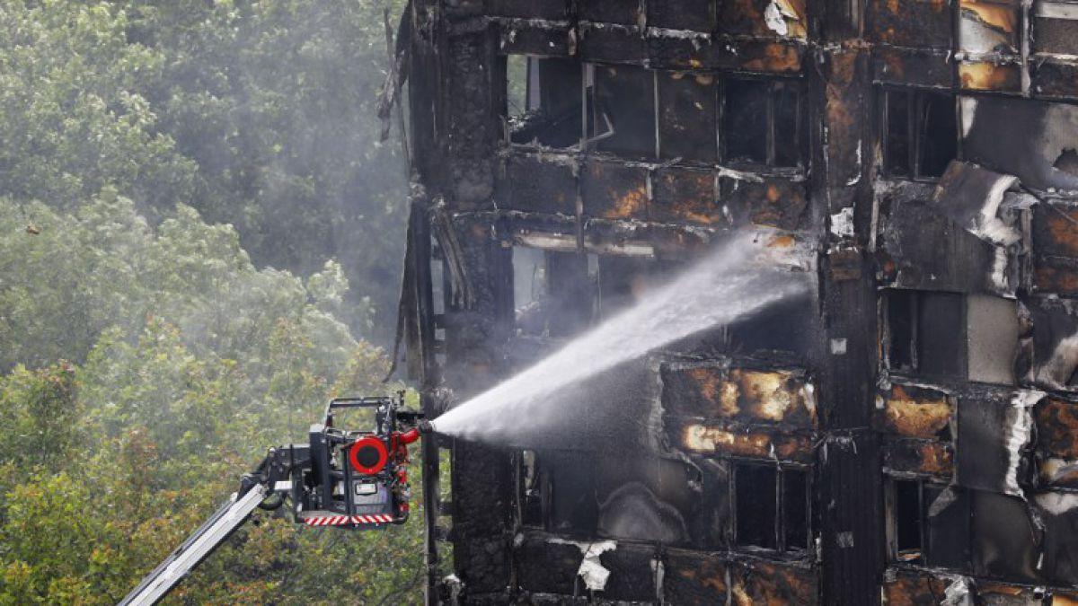 Policía eleva a 58 los muertos por incendio en torre Grenfell — Londres