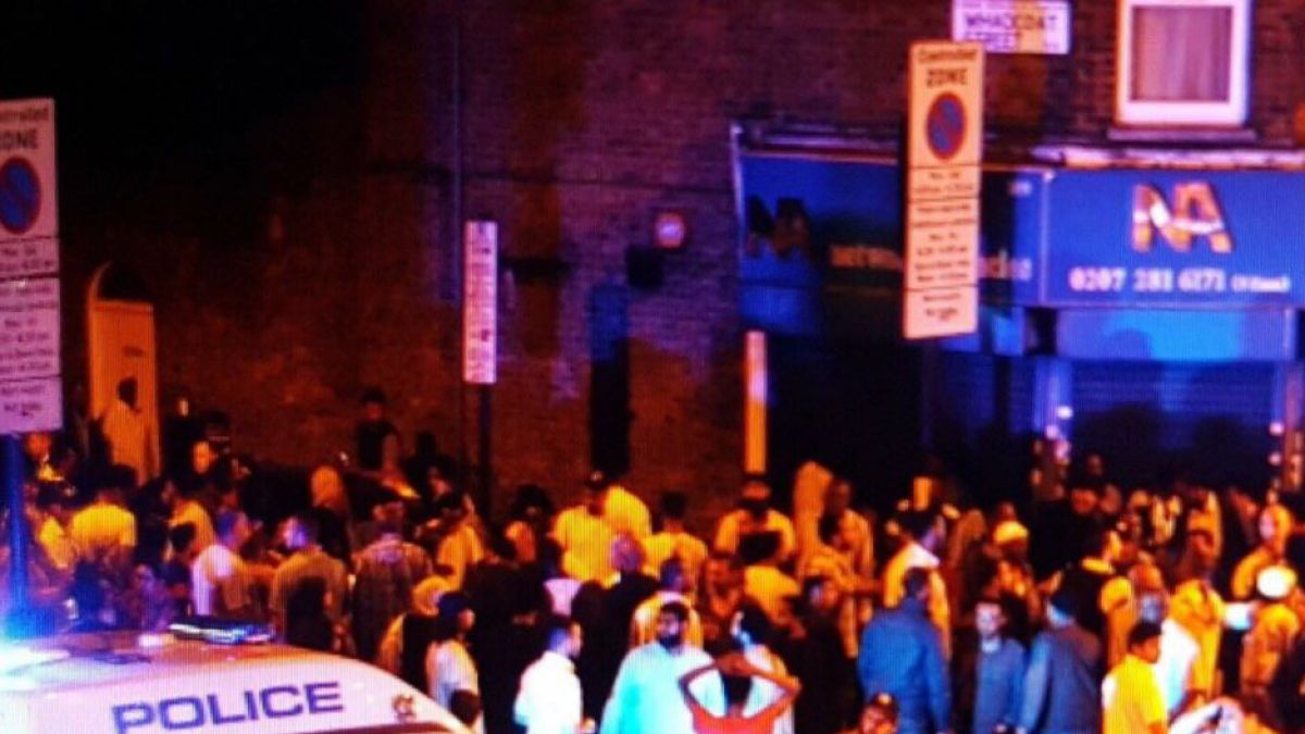 Un muerto y 10 heridos dejó atropello masivo frente a una mezquita