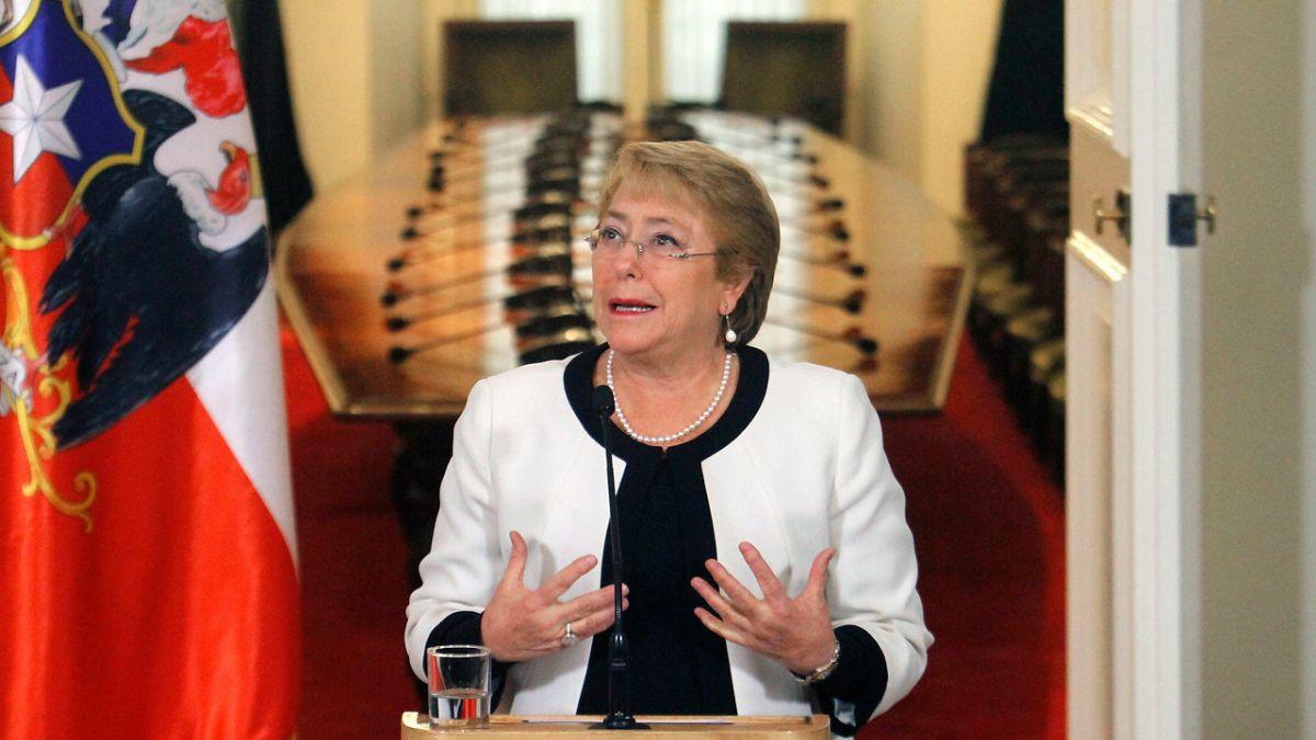 Bachelet espera abordar desafíos sociales y medioambientales en visita del Papa a Chile
