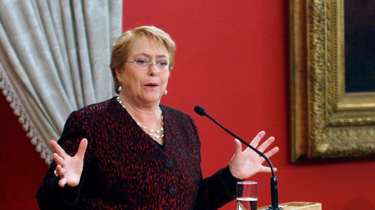 """Bachelet rechaza dichos de Piñera sobre mujeres: """"Bromear con eso es despreciarnos a todas"""""""