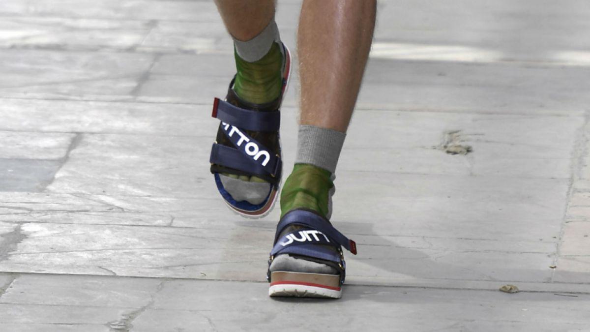 Las sandalias con calcetines, el último grito de la moda ... Las Calcetines
